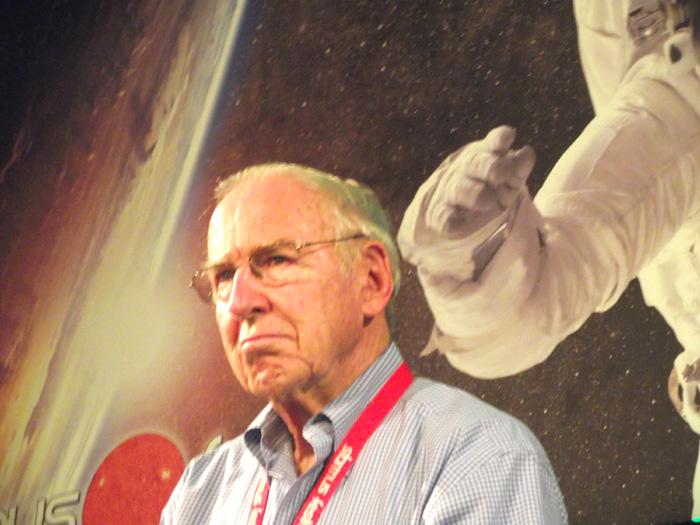 Universumserfahrener Blick: James Lovell