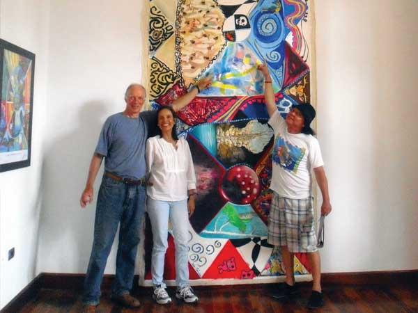 """Marc, Rossana und Sobrino vor dem Werk """"Mi Yucatán"""""""