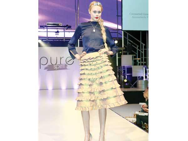 Ebenfalls angesagt in der kommenden Saison sind Vintage-Röcke mit Anleihen aus den 70er Jahren, wie hier den Carmen-Rüschen