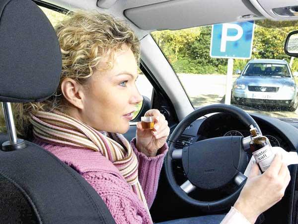 Vorsicht bei Medikamenten, die im Fahrzeug aufbewahrtwerden.