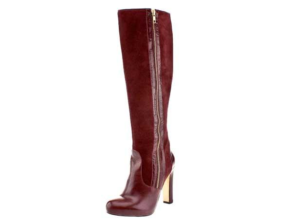 Auch klassische Stiefel gibt es in der kommenden Saison mit hohem Absatz. Angesagt: Die Kombination von Glatt- und Wildleder. Ein solcher Stiefel passt zu Röcken und Hosen gleichermaßen. Von Schuh