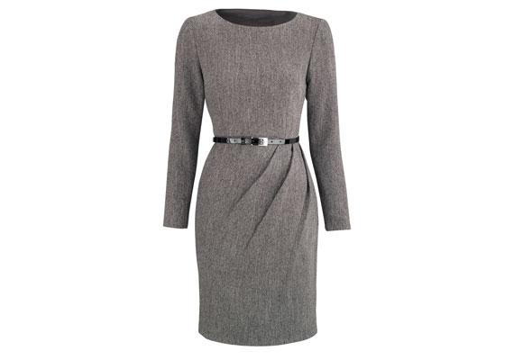 Ganz und gar elegant: Tweed-Kleid mit raffinierter Raffung an der Seite und einem schmalen Lackgürtel. Von Very.co.uk