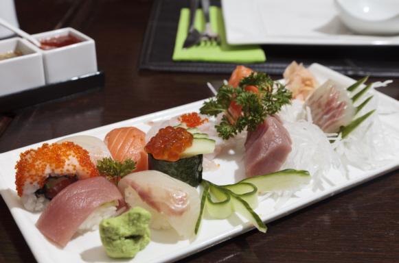 Erlesene Sushi-Platte für die Liebhaber rohen Fisches.