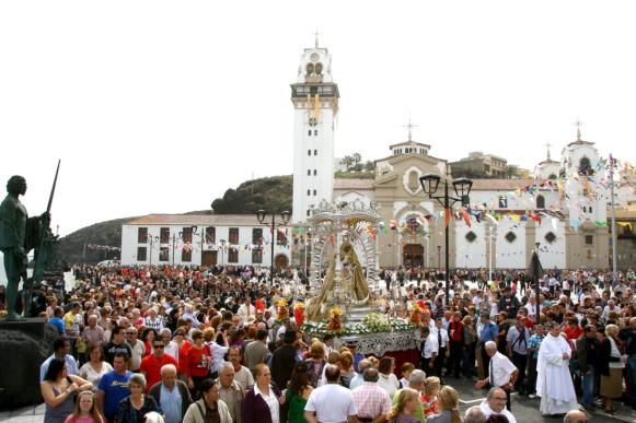 Am 2. Februar und am 15. August wird die Madonna von Candelaria geehrt.