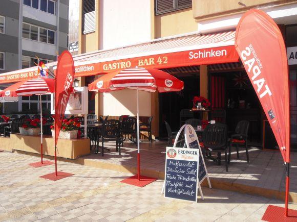 Ob drinnen oder draußen – die Gastro Bar bietet Gemütlichkeit mit kulinarischen Extrahäppchen.