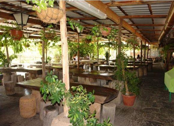 Ein herrlicher Ausblick und dazu leckere Hausmannskost – das ist einen Ausflug in das Hinterland Gran Canarias wert. www.larutadelbuenyantar.com
