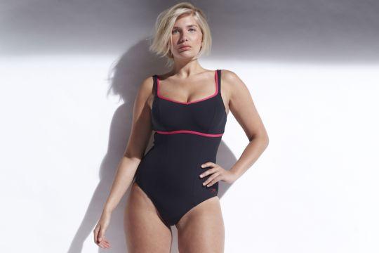 Sportlich und schlicht: Badeanzug mit kontrastfarbenen Biesen an Trägern und Oberteil. Von Simply Yours