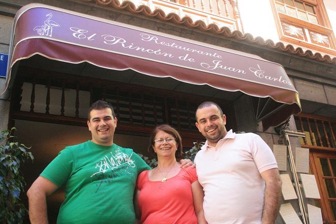 Jonathan, proud mum Ina and Juan Carlos (l-r)