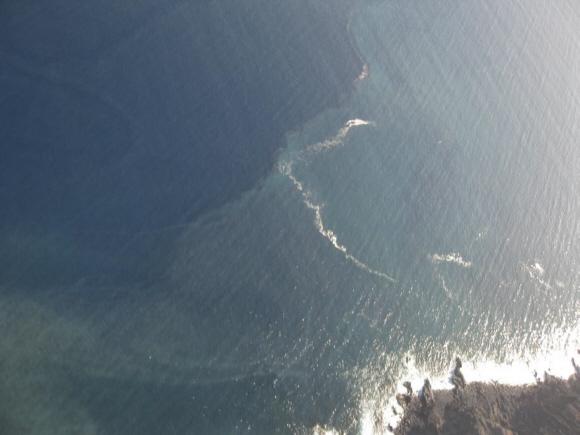 Weiße Flecken im Meer vor El Hierro