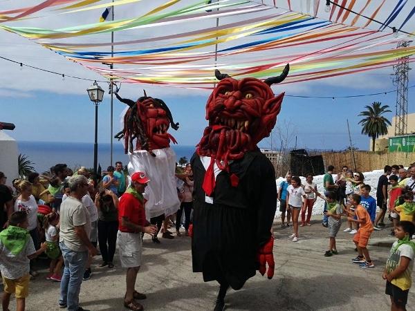 Der Tanz des Teufels und der Teufelin ist ein wildes und lebendiges Spektakel.