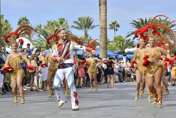 Am Wochenende geht's zum Karneval in Puerto de la Cruz.