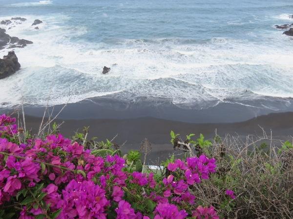 Die Playa Bollullo ist sehr malerisch, kann aber bei hohem Wellengang auch sehr tückisch sein.