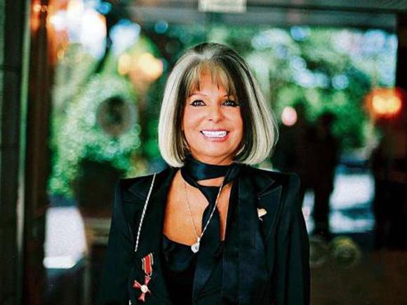 Dr. Dr. h.c. Manuela Schmid, Doktor für Internationale Tourismuswissenschaften.