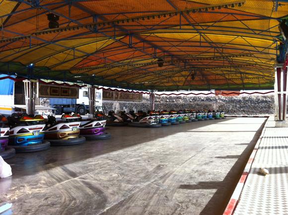 Verrückte italienische Autos warten auf begeisterte Fahrer.