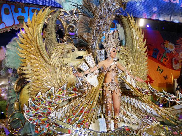 Die goldene Karnevalskönigin 2012 von Santa Cruz de Tenerife.