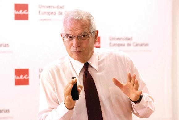 Josep Borrel sprach zu den Studenten der Privatuniversität in La Orotava.